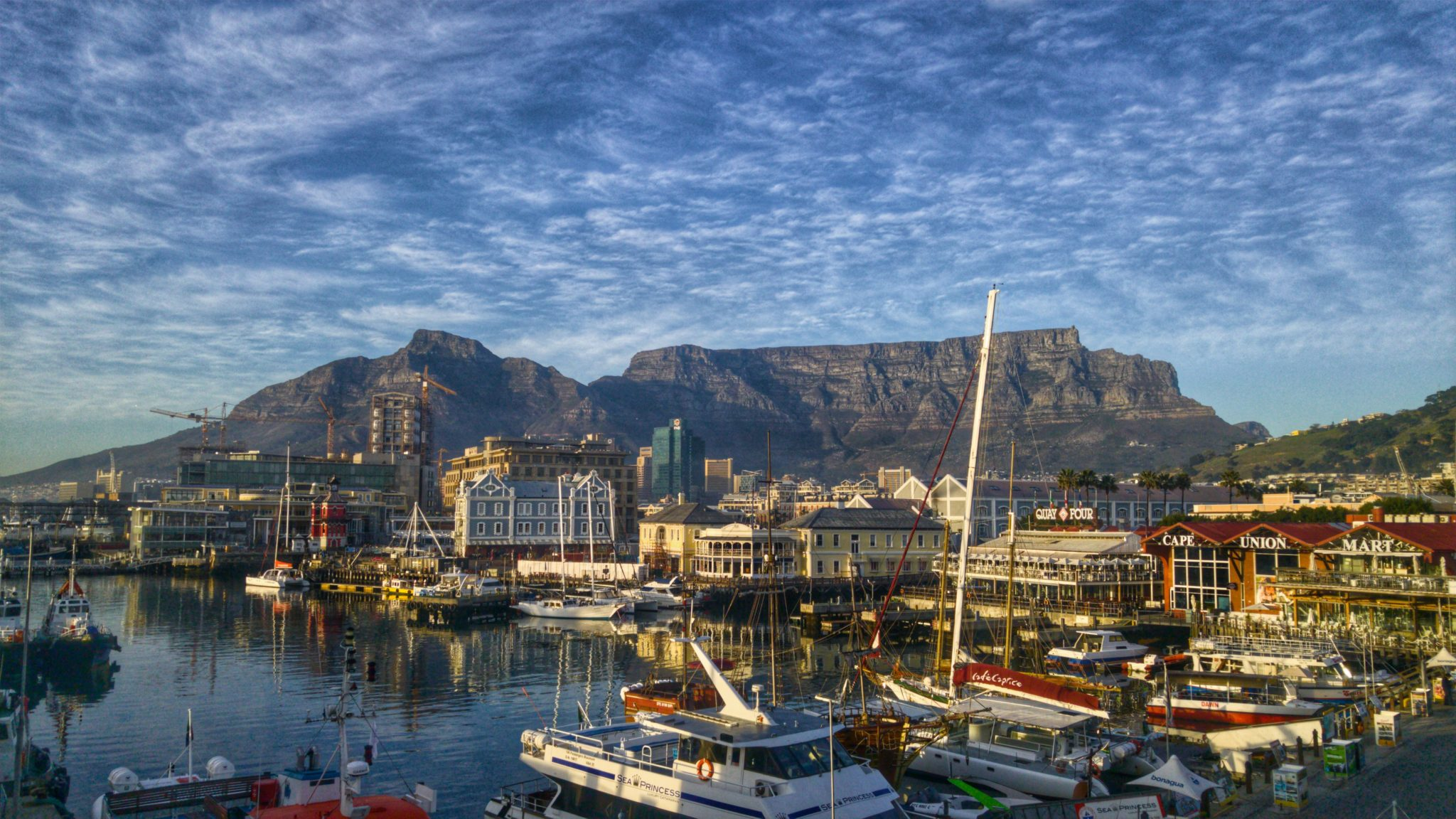 V and A waterfront table mountain